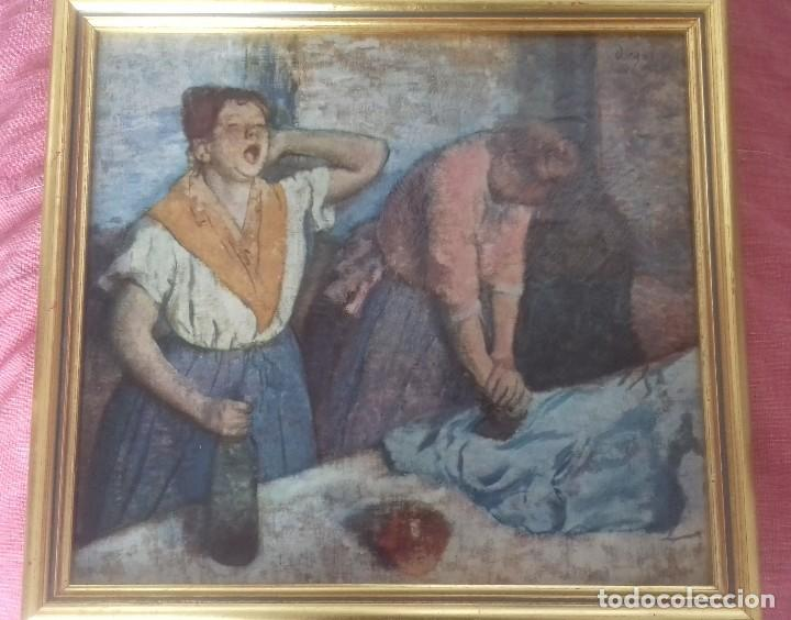 Arte: REPRODUCCIÓN LITOGRÁFICA SOBRE TABLA ENMARCADA DE EDGAR DEGAS (1886): LAS PLANCHADORAS. 28,5X26 CMS - Foto 3 - 127770739