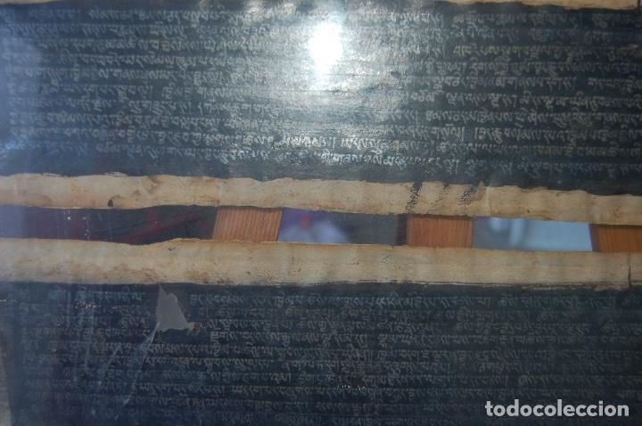 Arte: Manuscrito Tibetano. Enmarcado doble cristal de 56 x 35,5. Son dos tiras de 12,5 x 48. - Foto 9 - 109033947