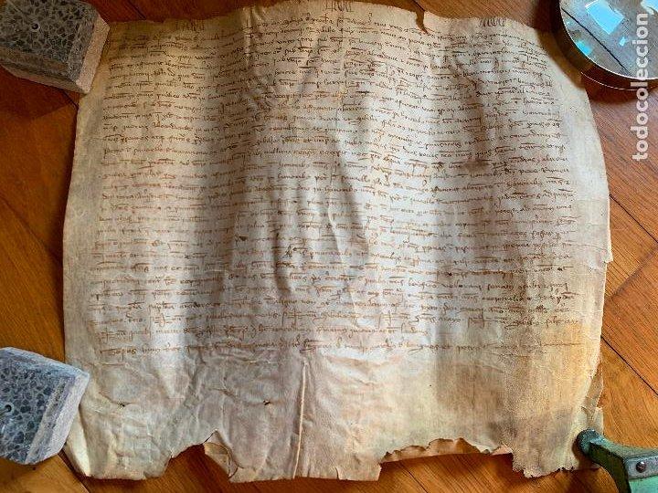ANTIGUO PERGAMINO, ANCIENT PARCHMENT, EN PIEL. INTERESANTES FIRMAS Y CAPITULAR. MIDE APROX 34X28CMS (Arte - Manuscritos Antiguos)