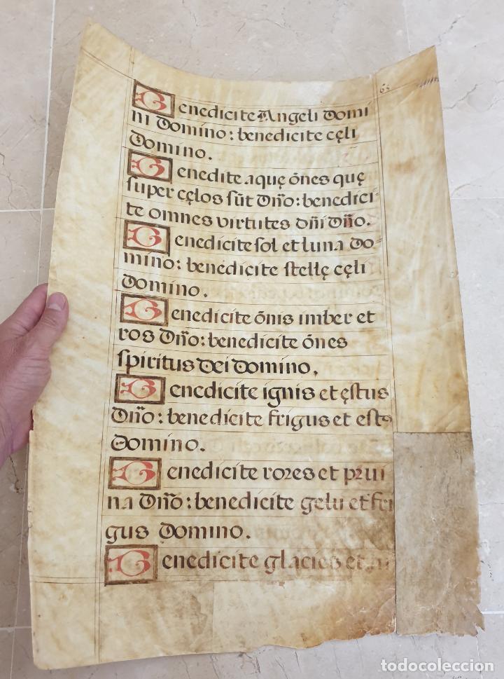 MUY ANTIGUA HOJA EN PERGAMINO MINIADO DE CANTORAL ROMANO,IDEAL PARA ENMARCAR,S.XVI- XVII (Arte - Manuscritos Antiguos)
