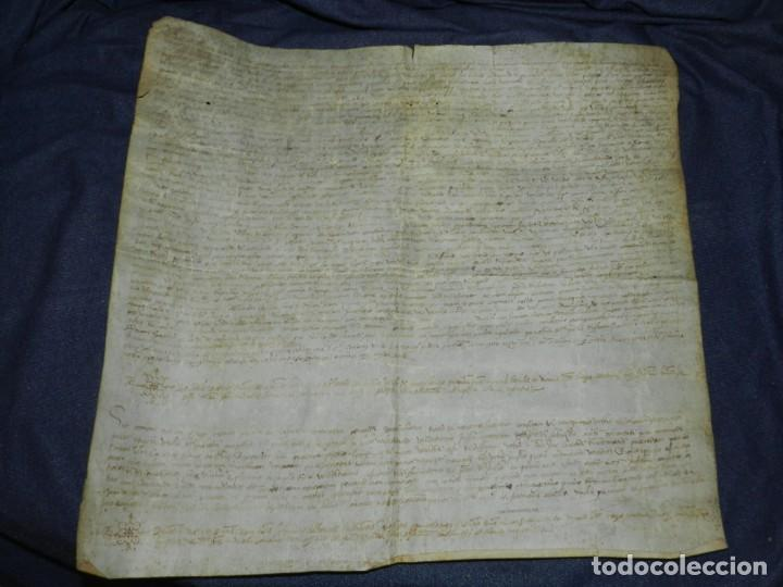 (M) PERGAMINO MEDIEVAL 1581 GERUNDE / GERONA - 43X39CM, SEÑALES DE USO DE LA ÉPOCA (Arte - Manuscritos Antiguos)