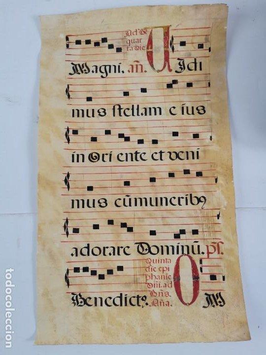 PARTITURA DE CANTO GREGORIANO EN PERGAMINO ESCRITO A MANO. SIGLO XVIII (Arte - Manuscritos Antiguos)