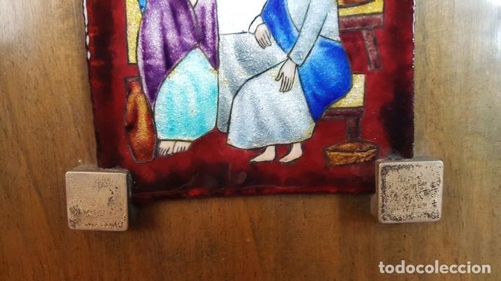 Arte: LA SANTA CENA. METAL ESMALTADO. REMATES EN PLATA. BASE DE MADERA. SIGLO XX. - Foto 5 - 99363867