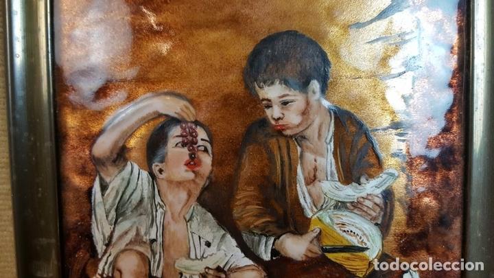 Arte: NIÑOS COMIENDO FRUTA. METAL ESMALTADO. MARCO DE PLATA. SIGLO XX. - Foto 5 - 99587839