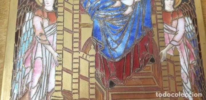 Arte: VIRGEN CON NIÑO. METAL ESMALTADO. MARCO DE MADERA. SIGLO XX. - Foto 4 - 180314916