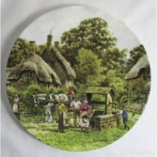 Arte: VINTAGE ROYAL DOULTON PLATE: THE VILLAGE WELL. Lote 221919237