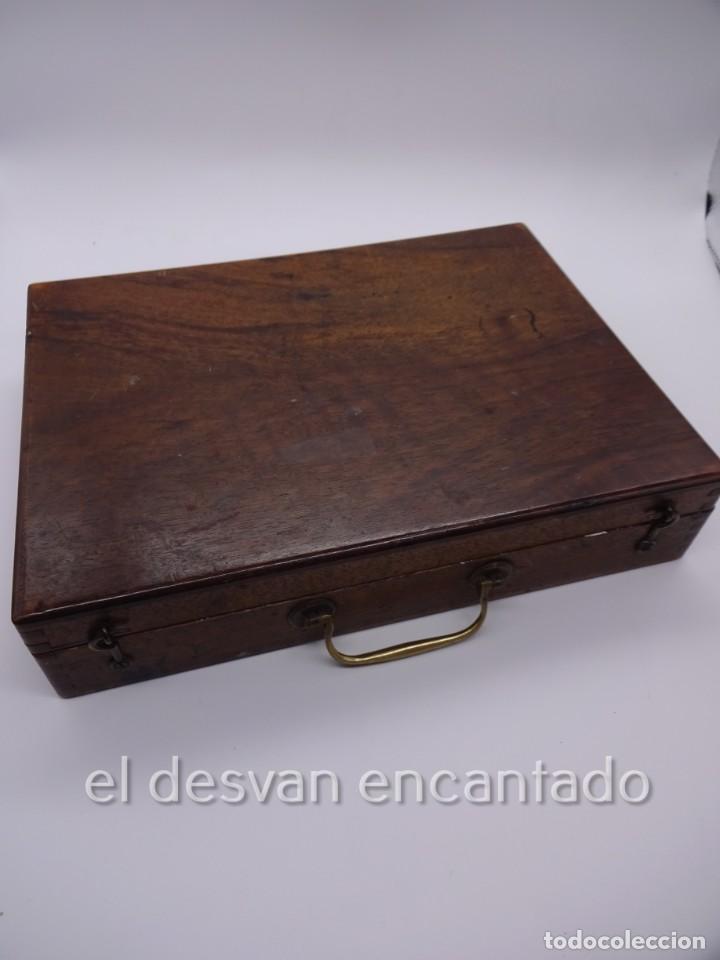 Arte: Antigua caja de pintor con paleta, pintura, pinceles..... 28 x 20 x 6 ctms - Foto 4 - 222788032