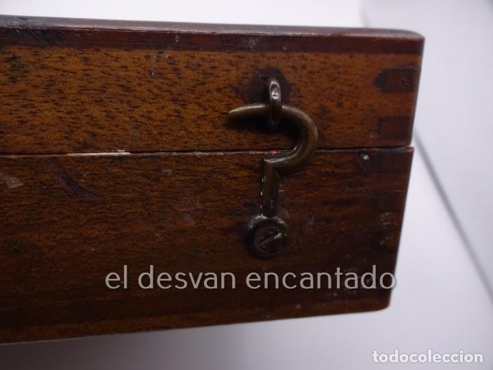 Arte: Antigua caja de pintor con paleta, pintura, pinceles..... 28 x 20 x 6 ctms - Foto 5 - 222788032