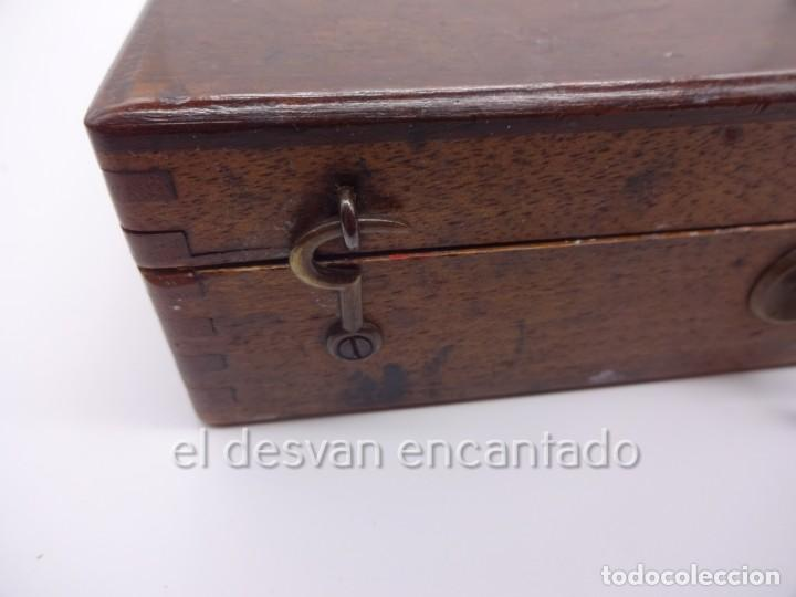 Arte: Antigua caja de pintor con paleta, pintura, pinceles..... 28 x 20 x 6 ctms - Foto 6 - 222788032