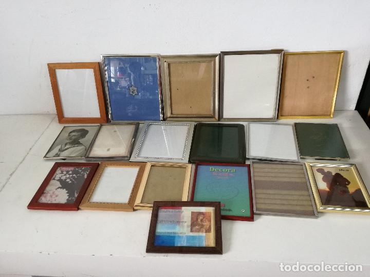 GRAN LOTE DE MARCOS O PORTAFOTOS, 18 PIEZAS, VARIOS MATERIALES Y DISEÑOS, UNOS 33 X 27 CMS. (Arte - Material de Bellas Artes)