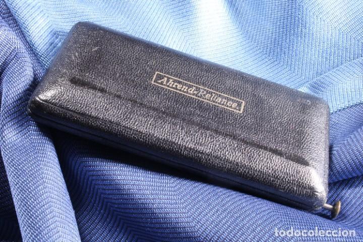 Arte: Caja con bigotera Ahrend. Completa. S.XX. Box with Ahrend mustache holder. Complete. - Foto 2 - 268127119