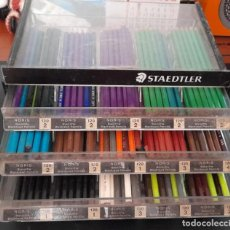 Arte: EXPOSITOR STAEDTLER CON 100 LÁPICES ACUARELABLES STAEDTLER Y FABER CASTELL. Lote 295718478