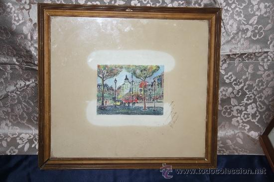 B2-025. O/PAPEL REPRESENTANDO LA PLAZA DE CATALUÑA DE BARCELONA FIRMA ILEGIBLE 1954 (Arte - Pintura - Pintura al Óleo Contemporánea )
