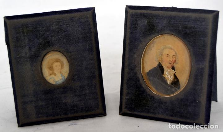 ANTIGUA PAREJA DE PINTURAS EN MINIATURA / SIGLO XIX / MARCO DE MADERA Y TERCIOPELO AZUL (Arte - Pintura - Pintura al Óleo Moderna siglo XIX)