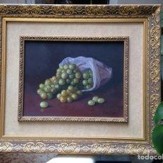 Arte: PINTURA OLEO SOBRE LIENZO DEL PINTOR MALAGUEÑO ROBLES MUÑOZ DEL SIGLO XX, BODEGÓN DE FRUTAS, UVAS. Lote 71231906