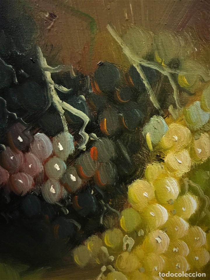 Arte: bodegon con uvas y plato de talavera, firmado tarraso - Foto 11 - 121454499