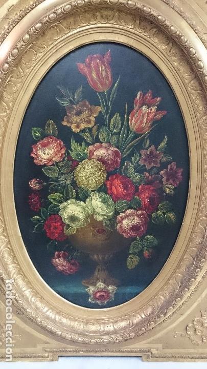 Arte: Antiguo óleo sobre lienzo reentelado, jarrón con flores, siglo XVIII. Marco dorado al oro fino. VER - Foto 2 - 132658850
