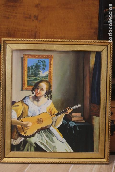 Arte: Mujer tocando la guitarra, según Johannes Vermeer(1632-1675) Anónimo, oleo sobre tabla. 42x48cm - Foto 2 - 135819330