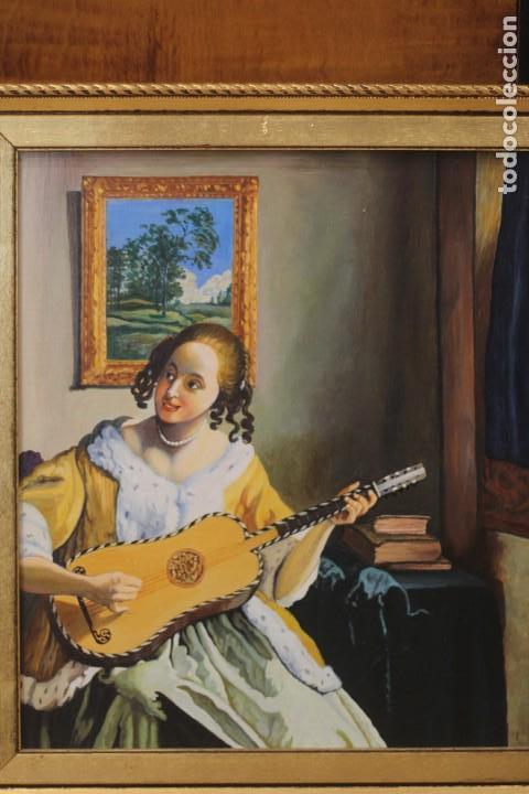 Arte: Mujer tocando la guitarra, según Johannes Vermeer(1632-1675) Anónimo, oleo sobre tabla. 42x48cm - Foto 3 - 135819330