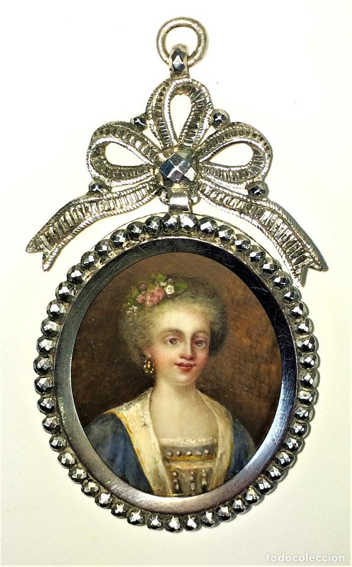 MINIATURA. RETRATO DE DAMA. EN MEDALLÓN DE PLATA. FRANCIA. SIGLO XVIII (Arte - Pintura - Pintura al Óleo Antigua siglo XVIII)