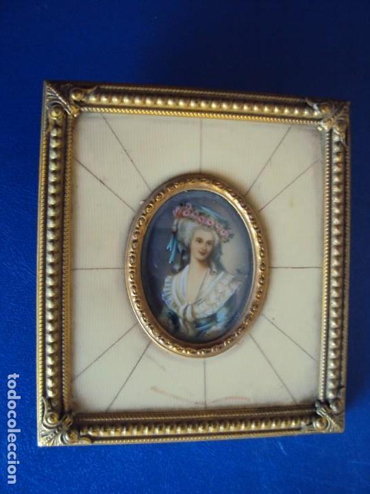 (ANT-181201)MINIATURA DE DAMA PINTADA SOBRE MARFIL MARCO ORIGINAL - FIRMADA (Arte - Pintura - Pintura al Óleo Antigua sin fecha definida)