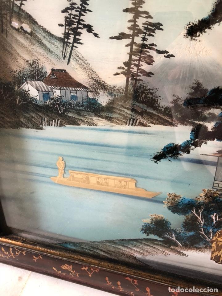 Arte: Precioso cuadro japonés antiguo pintado sobre cristal con incrustaciones - Foto 2 - 147588912
