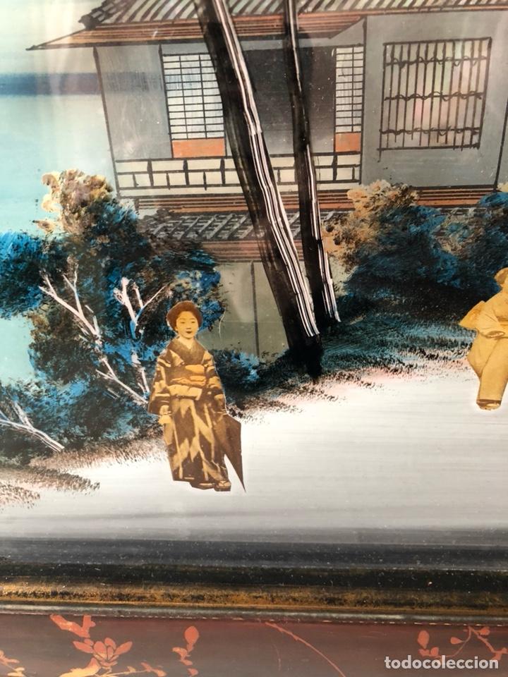 Arte: Precioso cuadro japonés antiguo pintado sobre cristal con incrustaciones - Foto 3 - 147588912