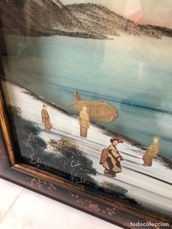 Arte: Precioso cuadro japonés antiguo pintado sobre cristal con incrustaciones - Foto 2 - 147589021