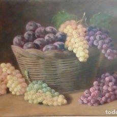 Arte: BODEGÓN. CANASTO DE UVAS Y CIRUELAS. ENRIQUE MONTES. ÓLEO SOBRE TABLA.. Lote 148598946