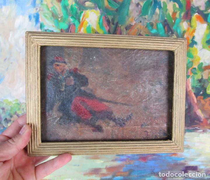 CURIOSA PINTURA AL OLEO DE MILITAR HERIDO CON ESPADA O BORRACHO , TABLETA S XIX XVIII (Arte - Pintura - Pintura al Óleo Moderna sin fecha definida)