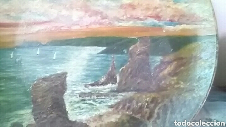 Arte: Plato pintado al óleo, no se que época, firmado - Foto 2 - 156984132