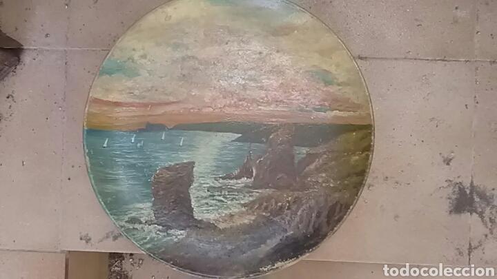 Arte: Plato pintado al óleo, no se que época, firmado - Foto 8 - 156984132