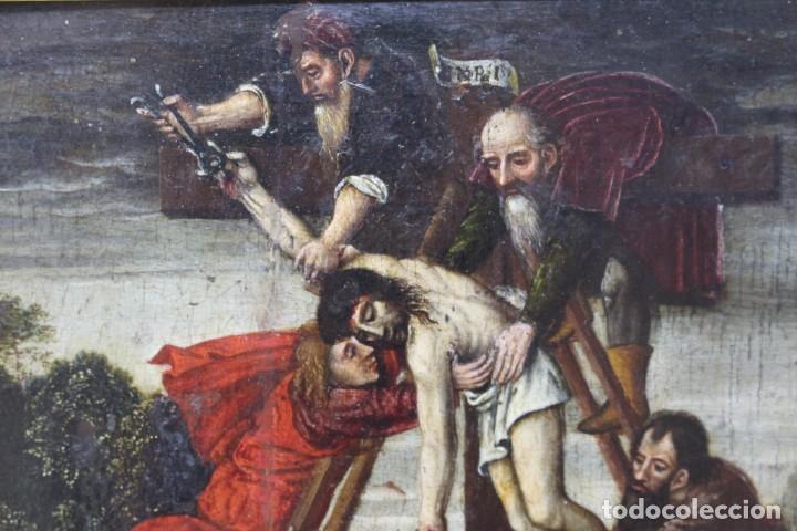 Arte: DESCENDIMIENTO DE LA CRUZ- ÓLEO SOBRE TABLA- ESCUELA FLAMENCA- S XVI - Foto 7 - 169886184