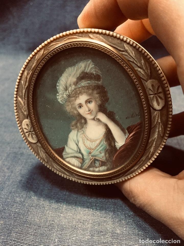 CAJA MINIATURA FIRMA NODIRT MARFIL TALLADO FLORES EPOCA DIRECTORIO F S XVIII XIX (Arte - Pintura - Pintura al Óleo Antigua siglo XVIII)