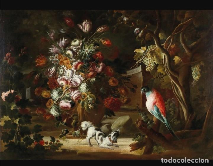 ESCUELA DEL NORTE DE ITALIA, ALREDEDOR DE 1700. BODEGÓN DE FLORES Y FRUTOS CON UN PERRO Y UN LORO (Arte - Pintura - Pintura al Óleo Antigua siglo XVII)