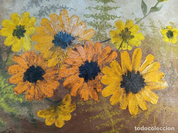 Arte: Bello oleo sobre lienzo. Bouquet floral. Firmado. Marco en pan de oro. Siglo XIX-XX. - Foto 2 - 190907976