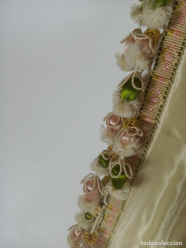 Arte: Espectacular obra pintada sobre colcha de seda con bellísimas borlas. Pieza única. Siglo XIX. - Foto 16 - 192068632