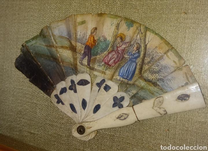 Arte: ABANICO DE MARFIL - PINTADO A MANO - SIGLO XIX - PIEZA DE COLECCION PRIVADA - ENMARCADO - Foto 8 - 199746120