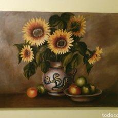 Arte: MUY BONITO Y ANTIGUO BODEGON DE GIRASOLES Y FRUTAS ESTA FIRMADO. Lote 161498160