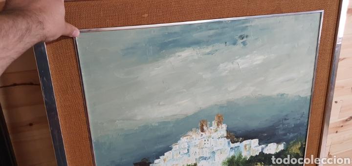 Arte: Bonito cuadro al oleo sobre lienzo paisaje pueblo con casas blancas y castillo. Firmado brito 77 - Foto 3 - 211731704