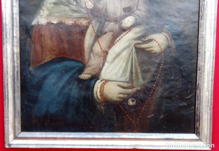 Arte: ÓLEO S/LIENZO -VIRGEN DEL ROSARIO CON NIÑO, CORONADOS-. MARCO PLATA CORLADA DE ÉPOCA. 79,5X62,5 CMS. - Foto 4 - 196957617