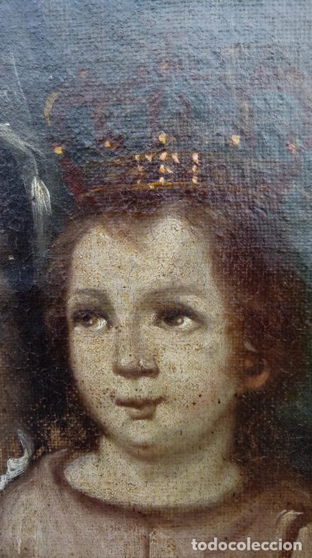 Arte: ÓLEO S/LIENZO -VIRGEN DEL ROSARIO CON NIÑO, CORONADOS-. MARCO PLATA CORLADA DE ÉPOCA. 79,5X62,5 CMS. - Foto 6 - 196957617