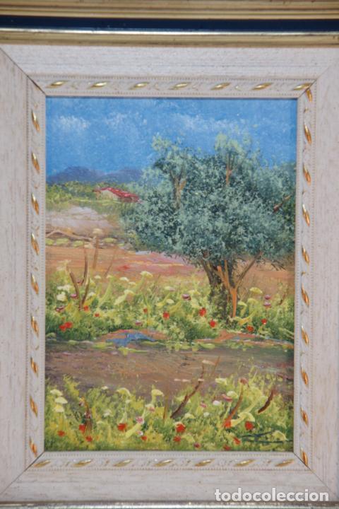 Arte: Oleo sobre tablex, paisaje de campo, muy colorido y alegre. Flores y olivo con caserío de fondo. Fir - Foto 2 - 215249218