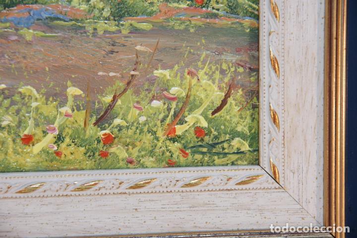 Arte: Oleo sobre tablex, paisaje de campo, muy colorido y alegre. Flores y olivo con caserío de fondo. Fir - Foto 3 - 215249218