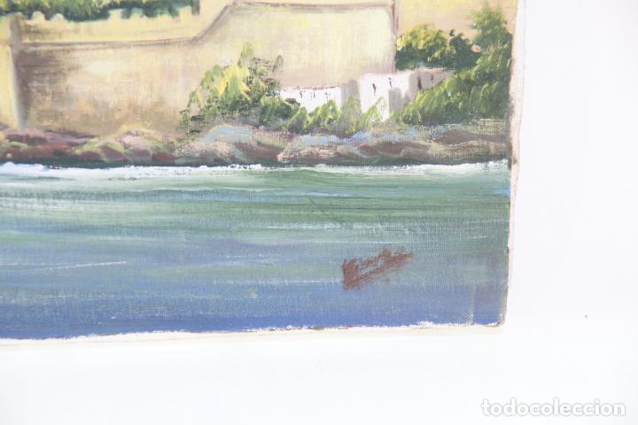Arte: Oleo sobre tela, paisaje de pueblo costero con muralla y castillo. Posiblemente Peñíscola. Firmado. - Foto 3 - 215253801
