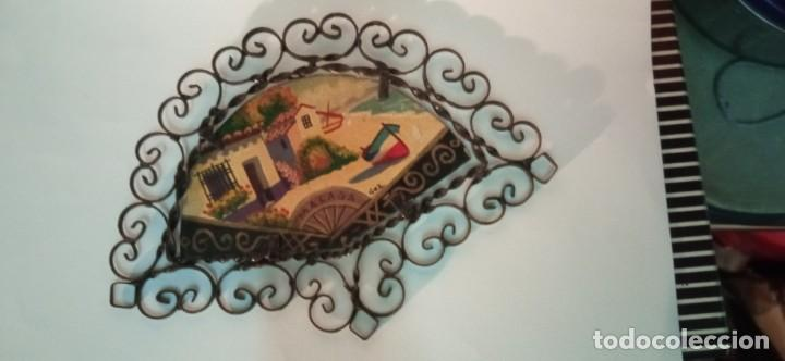 BONITA PINTURA SOBRE TABLEX MONTADA EN MARCO ABANICO HIERRO FORJADO (Arte - Pintura - Pintura al Óleo Contemporánea )