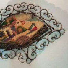 Arte: BONITA PINTURA SOBRE TABLEX MONTADA EN MARCO ABANICO HIERRO FORJADO. Lote 218344745
