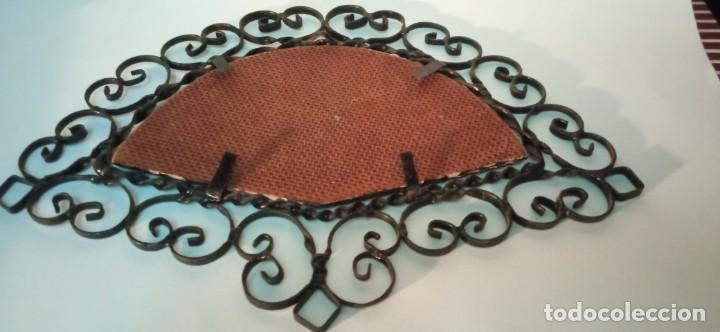 Arte: bonita pintura sobre tablex montada en marco abanico hierro forjado - Foto 4 - 218344745