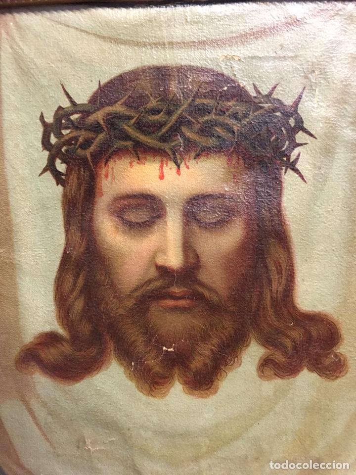 Arte: Antiguo óleo sobre lienzo, retrato de Jesucristo sangrando com corona de espinas, marco de madera - Foto 2 - 247275340
