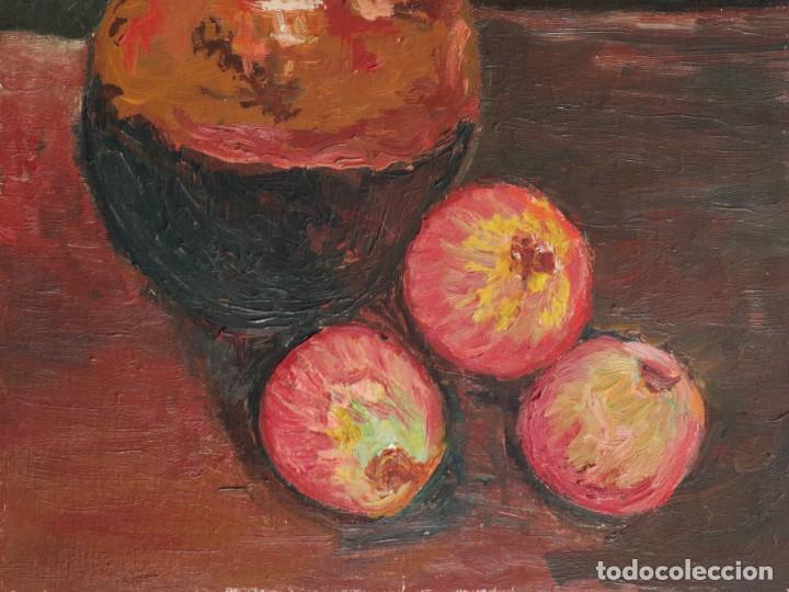 Arte: Bodegón de cerámica y frutas. Óleo sobre tabla. Cataluña, med. S. XX. Mide 40 x 50 cm. - Foto 5 - 236458095